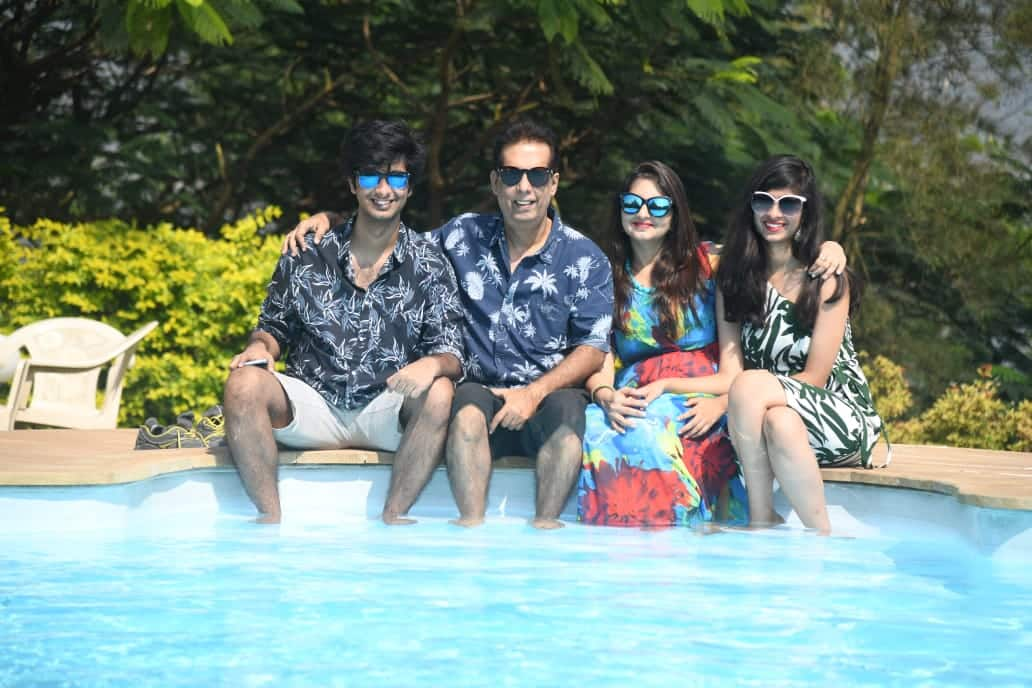 Pratibh Saluja with his family